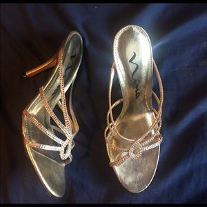 Nina gold formal shoe